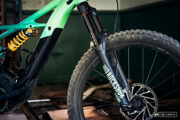 Нов дългоходов e-bike от Specialized